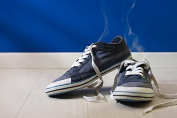 脱鞋飘出尴尬霉气 五大妙方改善脚臭
